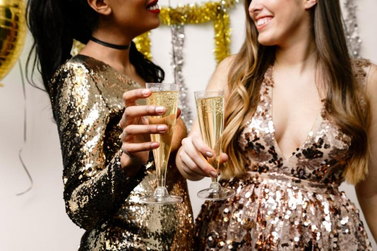 ¿Talla XL? Vestidos de fiesta para mujeres curvy que merecen un plus.