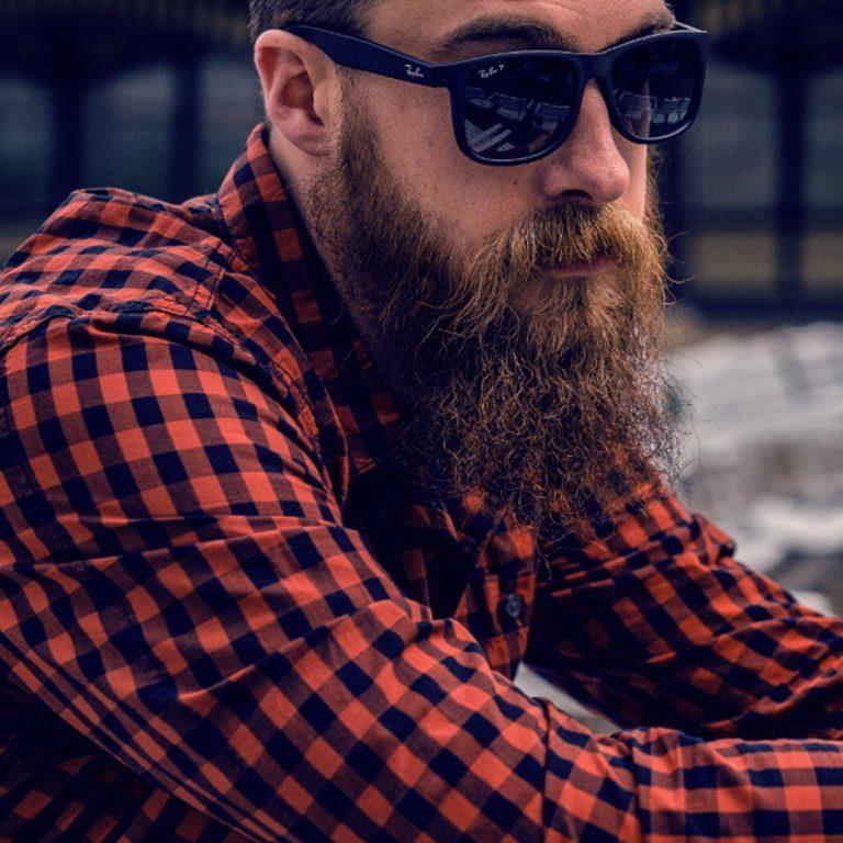 4 outfits festivaleros para hombre (aprobados por mujeres)
