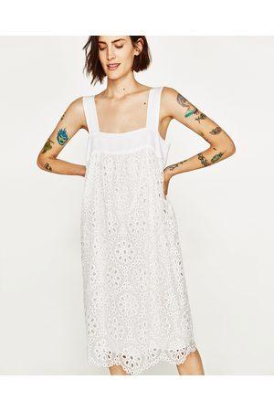 Vestidos blancos troquelados