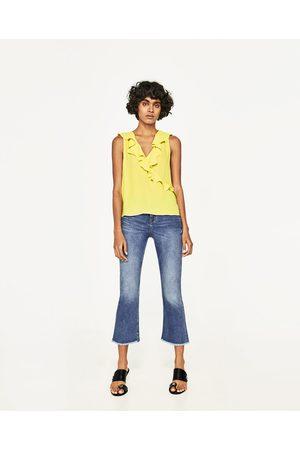 Mujer Tops - Zara TOP ESCOTE VOLANTES - Disponible en más colores