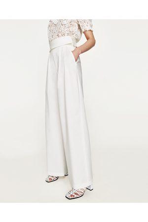 pantalones blanvos en zara de mujer