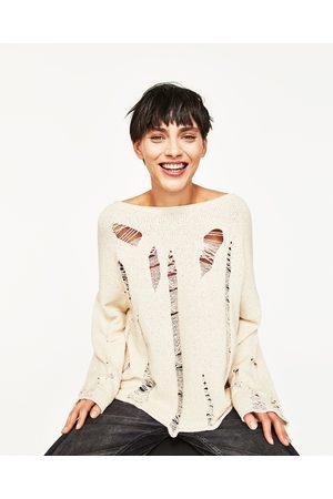 Mujer Suéteres - Zara JERSEY ROTOS CUELLO BARCO - Disponible en más colores