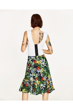 Mujer Tops - Zara TOP ESCOTE PICO VOLANTE - Disponible en más colores