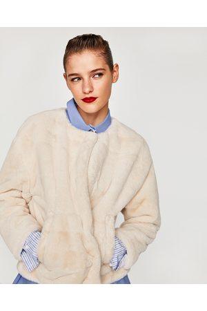 Zara CHAQUETA EFECTO PELO - Disponible en más colores