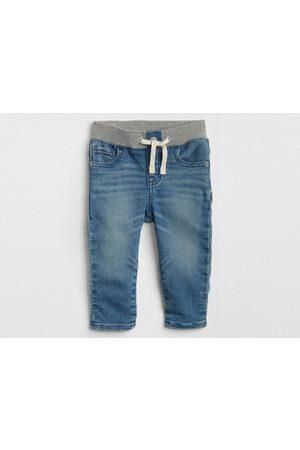Jeans GAP corte skinny para bebé