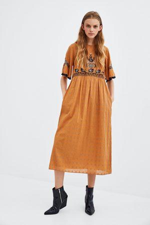012b2198e5 Vestidos Midi de mujer Zara amarillas ¡Compara ahora y compra al ...