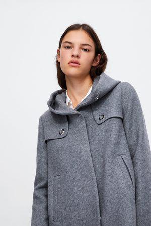 Abrigo corto cuello envolvente
