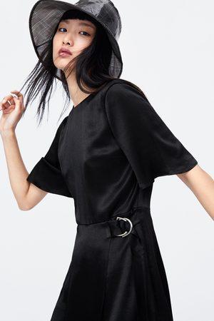 Zara Mono vestido satinado