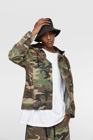 Zara Cazadora camuflaje capucha combinada