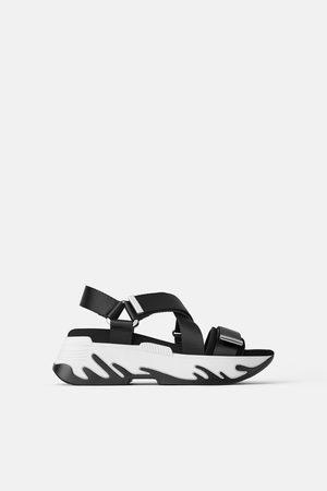 Sandalias Planas Zara Negra Con Tachas Mujer En Línea