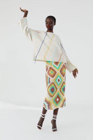 Zara Sudadera punto bordado flecos
