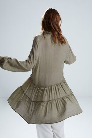 Zara Vestido corto volantes