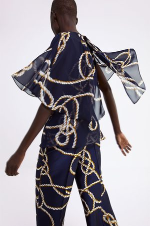 Zara Blusa estampada capa
