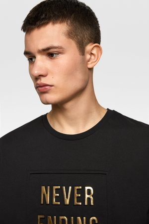 Zara Camiseta texto relieve