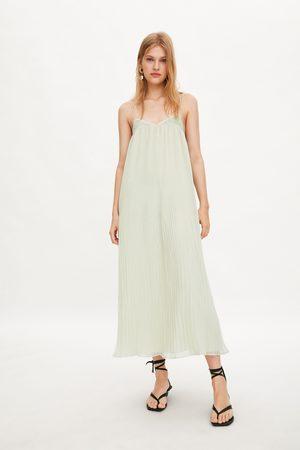 Zara Vestido plisado