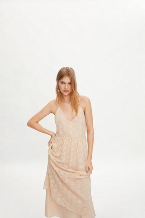 Zara Vestido bordado