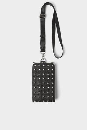 Zara Funda porta teléfono tachas