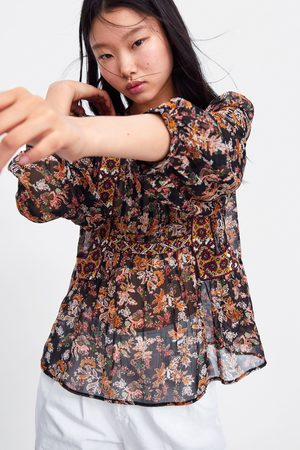 Zara Blusa estampado floral bordados