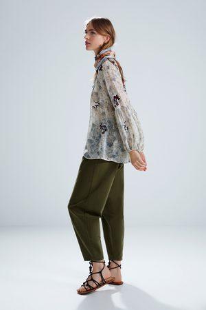 Zara Blusa bordados estampado floral