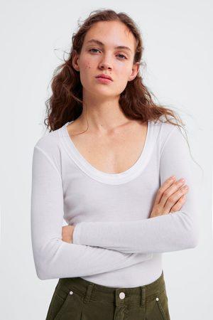 Zara Camiseta cuello combinado