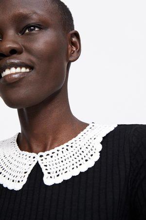 Zara Camiseta cuello crochet