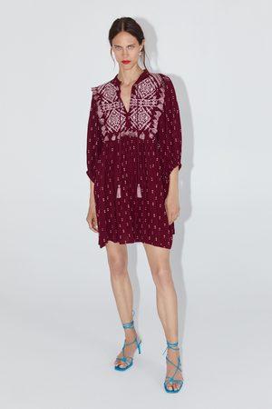 Zara Vestido bordados flecos