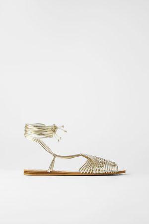 Zara Mujer Con hebilla - Sandalia plana cangrejera tiras tubulares