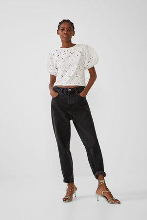Zara Camiseta perforado bordado