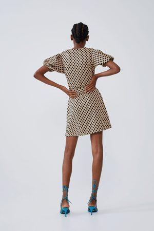 Zara Vestido textura volumen