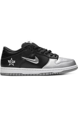 Nike Tenis bajos de x Supreme SB Dunk
