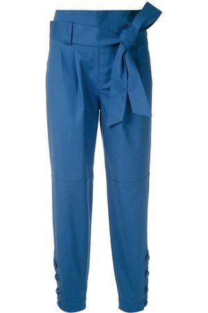Martha Medeiros Pantalones con pinzas y lazo en la cintura
