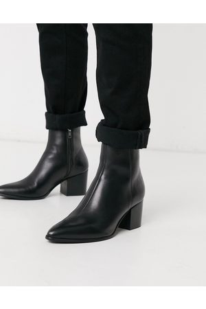 ASOS Heeled chelsea boots with pointed toe in black leather with black sole