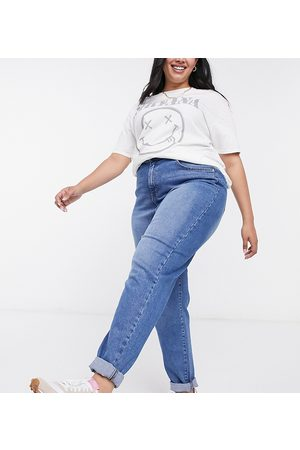 Urban Bliss Mom jeans in midwash blue