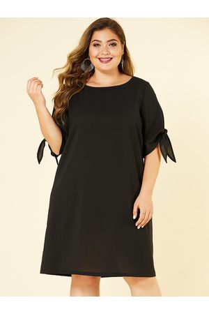 YOINS Plus Size Cut Out Round Neck Knotted Dress