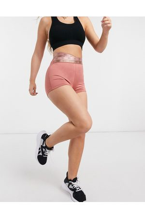 HIIT Logo taping booty short in pink