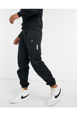 Nike Standard issue joggers in black
