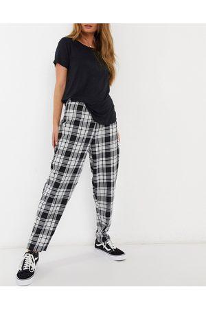 New Look Slim leg trouser in black check