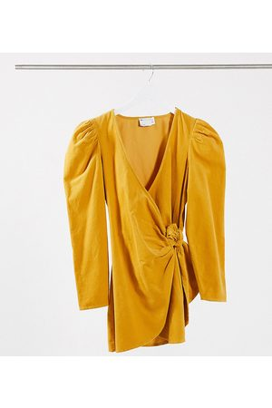 ASOS Petite Mujer Casuales - ASOS DESIGN Petite cord mini wrap dress with long sleeves in ochre