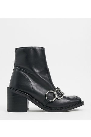 ASRA Exclusive Hugo loafer boot with silver chain in black leather
