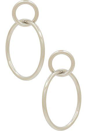 Shashi Aro double circle en color metálico talla all en - Metallic Silver. Talla all.