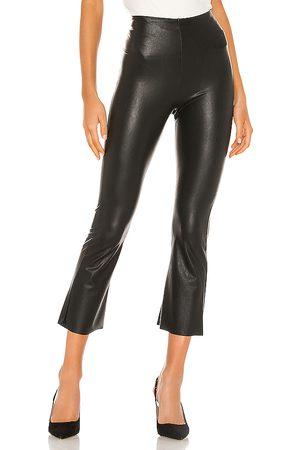 Commando Pantalón pirata faux leather en color talla L en - Black. Talla L (también en S).