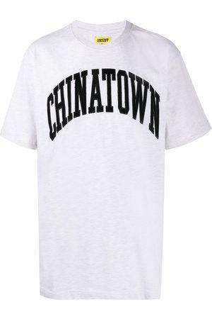 Chinatown Market Playera con logo de pana