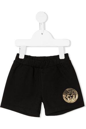 VERSACE Pantalones - Pantalones cortos de deporte con motivo