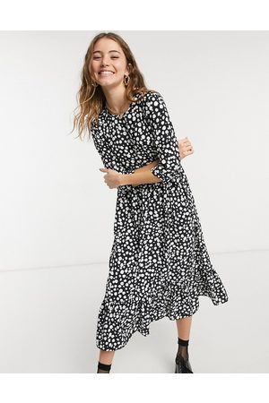 Style Cheat Long sleeve tiered smock midi dress in black spot print