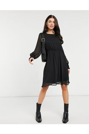 Vero Moda Long sleeve dress in black