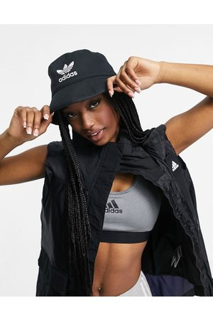 adidas Logo bucket hat in black