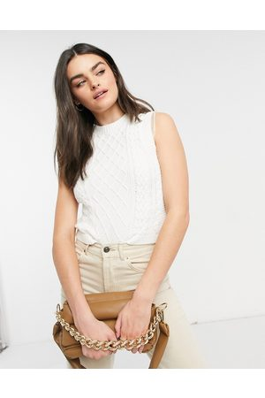 Lost Ink Mujer Tops - Fitted vest in cable knit with organza ruffle trim