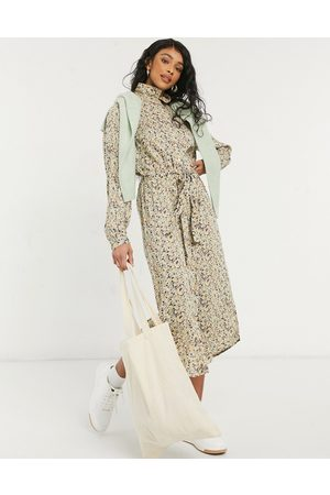 Pieces Midi shirt dress with belted waist in green ditsy floral