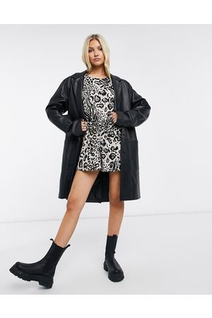 ASOS Mujer Cortos - Button back puff sleeve playsuit in animal print