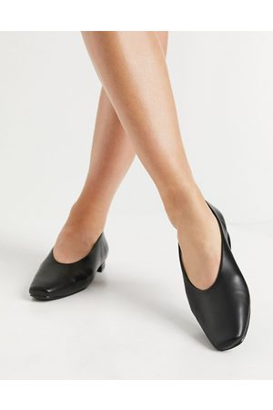 Raid Penny flat shoes with high vamp in black